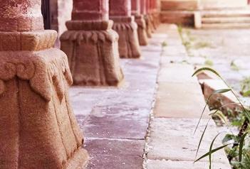 撑起一座寺庙,寺院大殿的就是石雕柱础